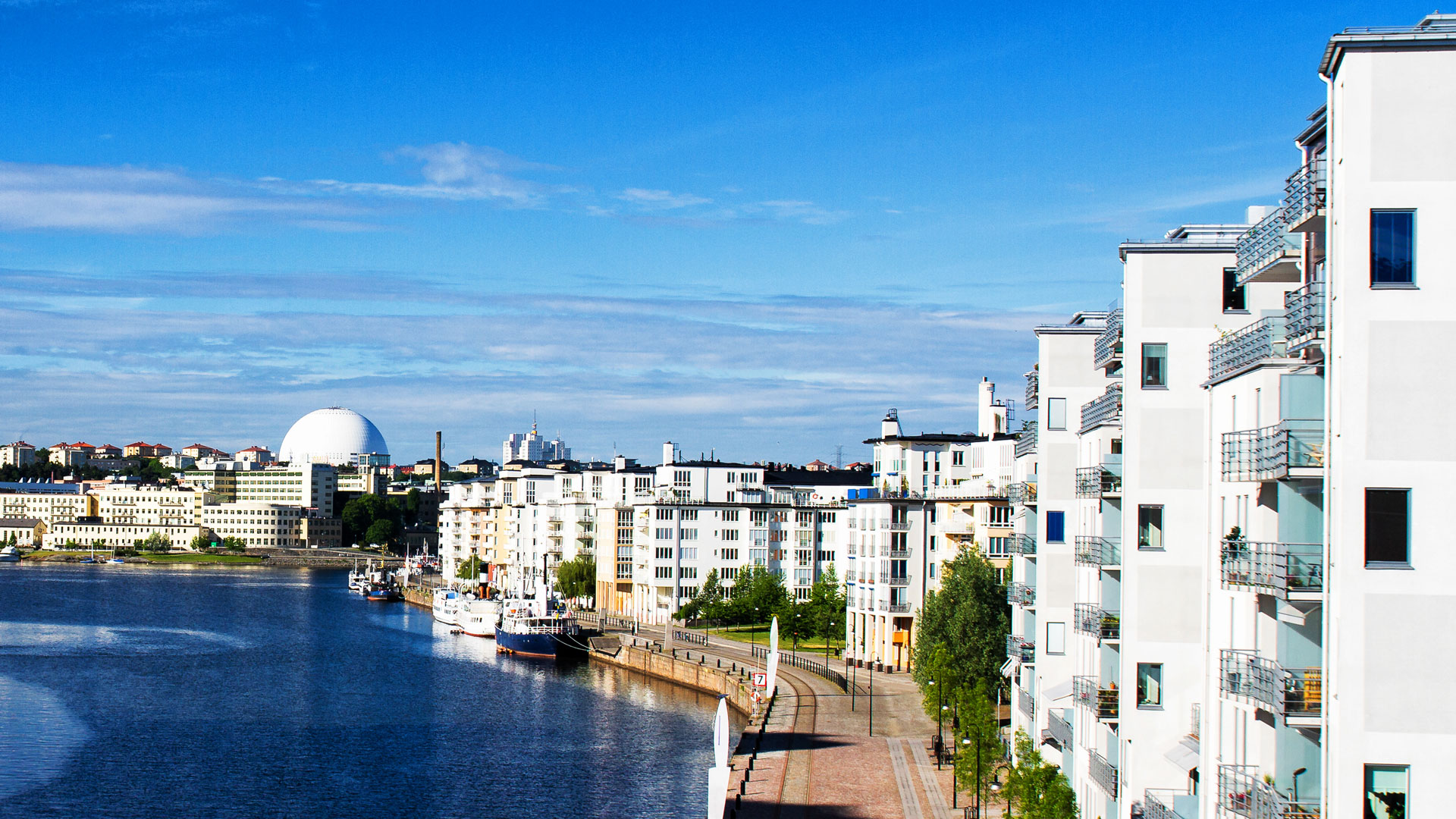 Modern apartment buildings by the water in Stockholm. Photo.